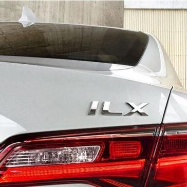 2017 Acura ILX break lights up close