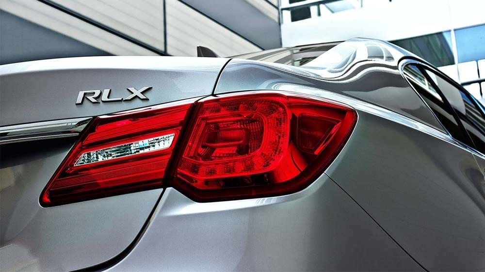 2017 Acura RLX break lights up close
