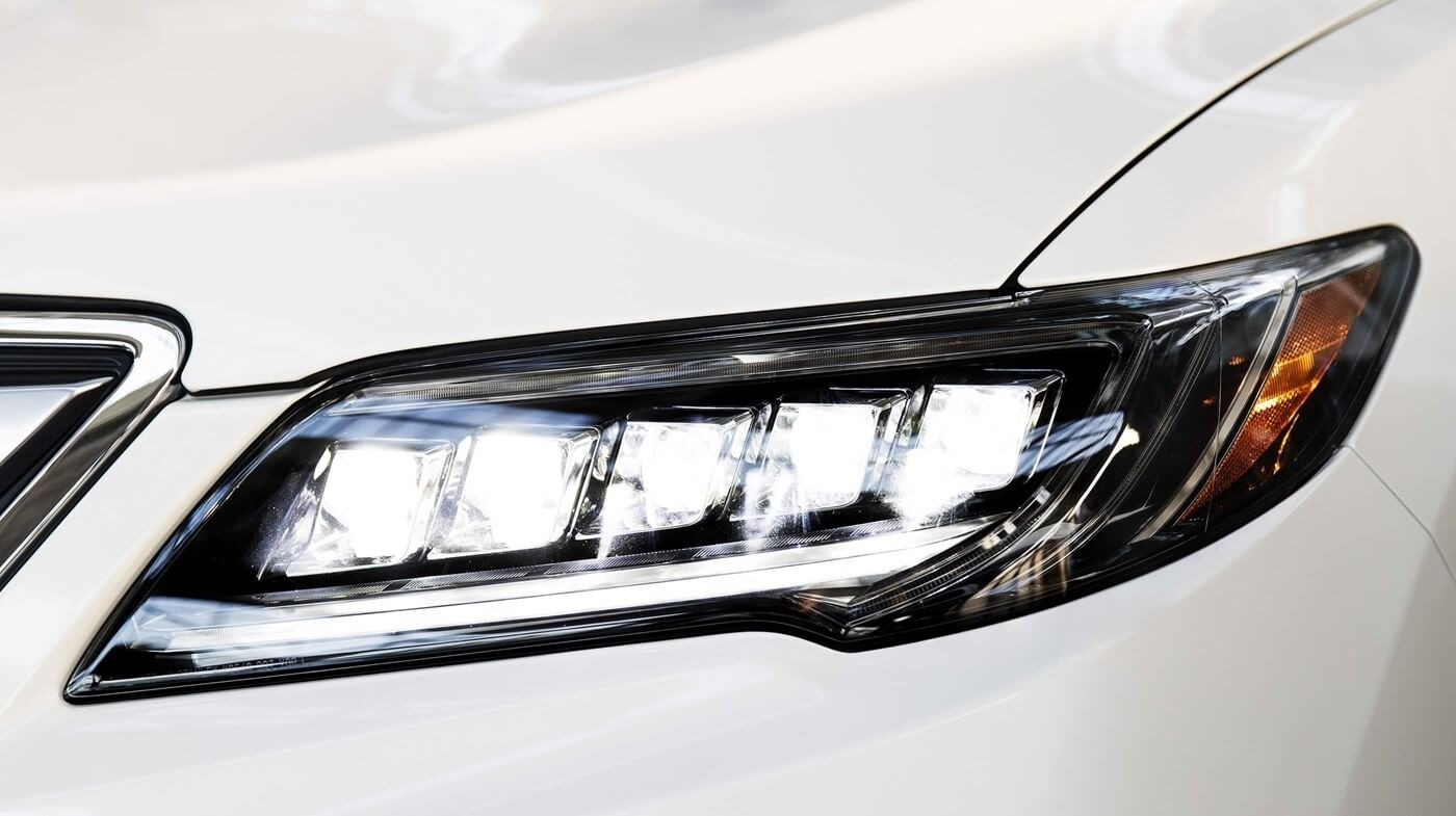 2018 Acura RDX headlights up close