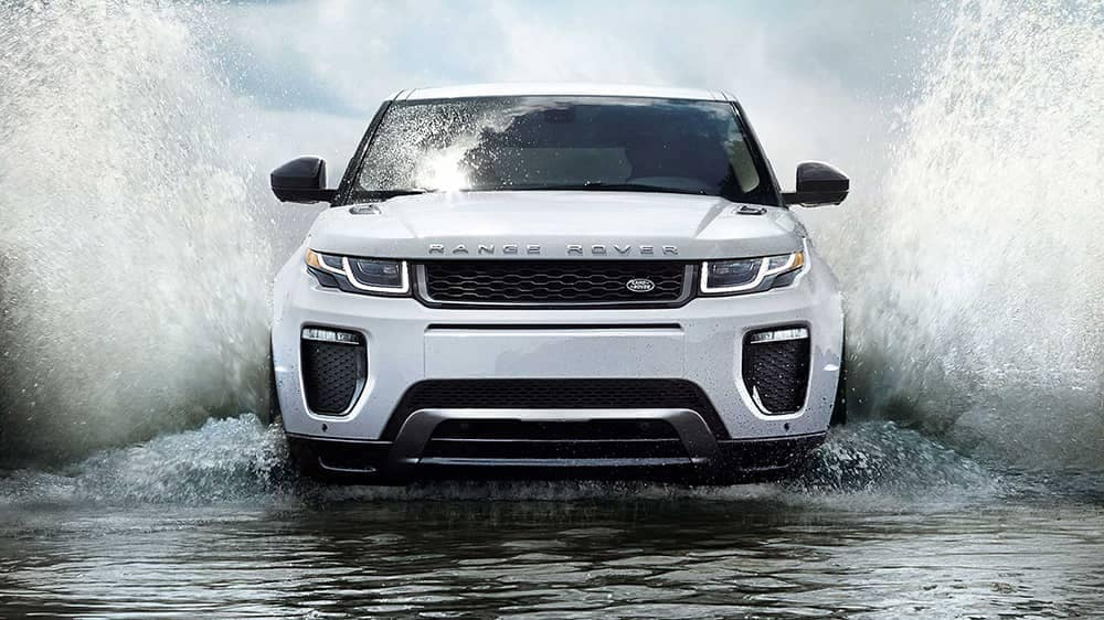 2019 Range Rover Evoque Splashing