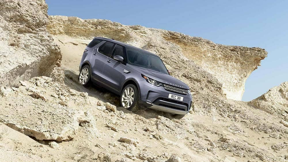 2020-Land-Rover-Discovery-Going-Downhill