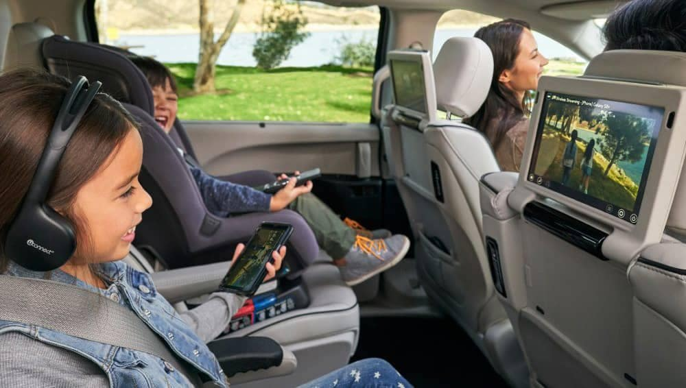 2018 Chrysler Pacifica Uconnect Theater