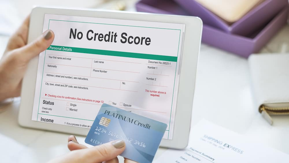 A person applies online for a loan with no credit at a Columbus area online car dealer