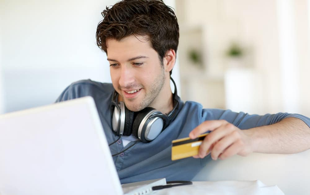 A man needing a bad credit car loan in Indianapolis shops online