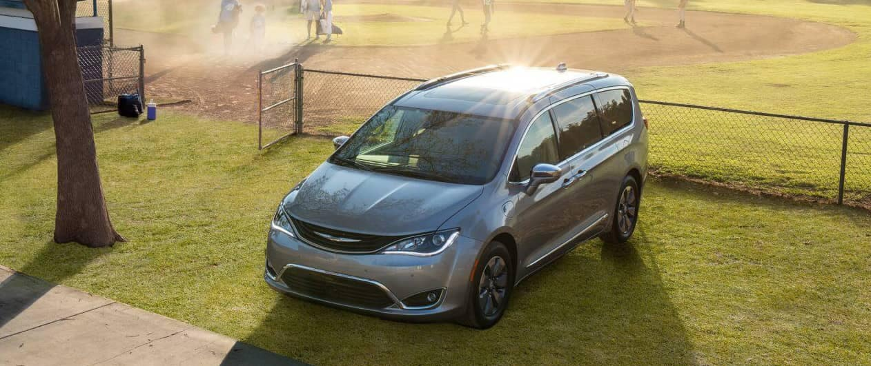 2018 Chrysler Pacifica parked hero