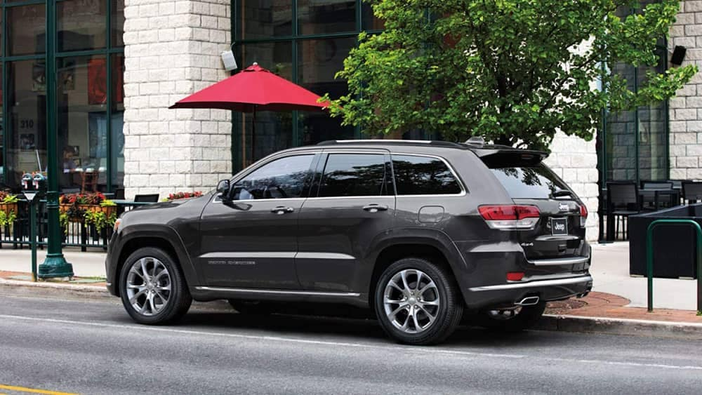side profile of 2019 Jeep Grand Cherokee