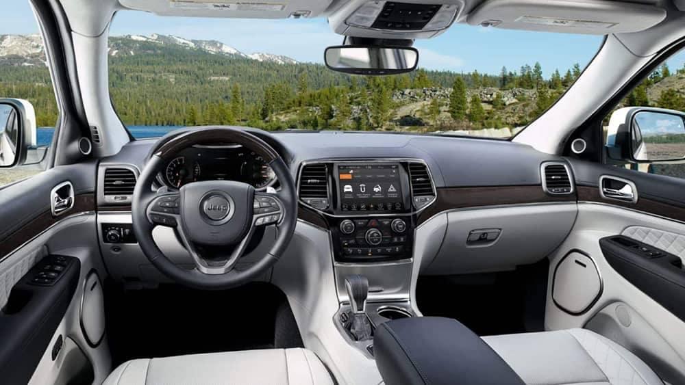 dashboard of 2019 Jeep Grand Cherokee