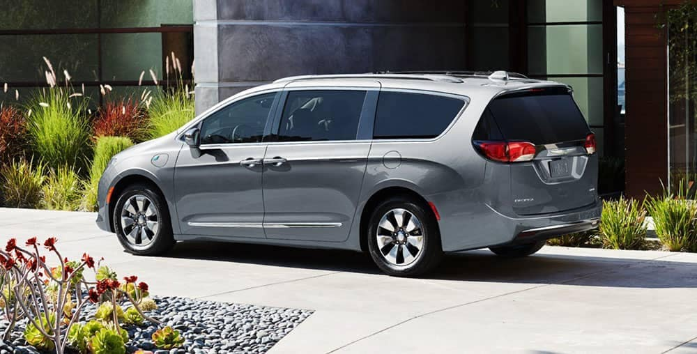 side profile of 2019 Chrysler Pacifica