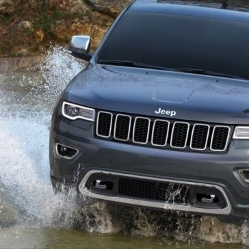 2017 Jeep Grand Cherokee off roading