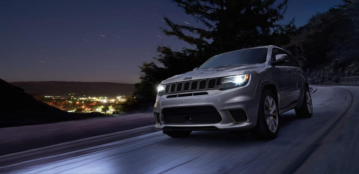 2018 Jeep Grand Cherokee front exterior