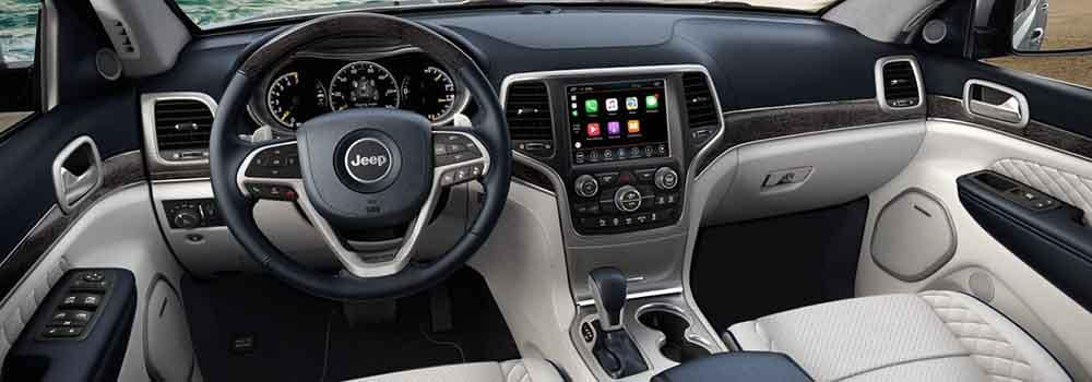 2018 Jeep Grand Cherokee Interior Dashboard and front seating