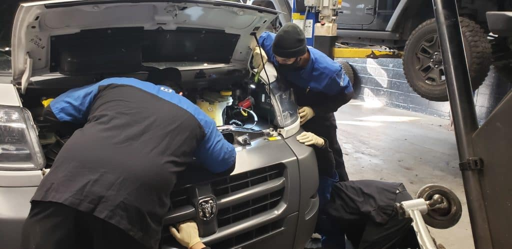 Garavel Mechanics working on a car