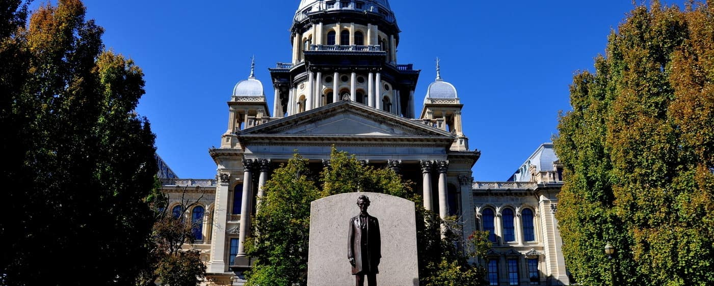 Springfield IL state house with lincoln