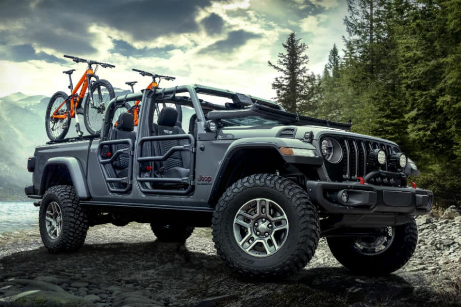 2020 Jeep Gladiator Earns Top Honors Everywhere It Goes