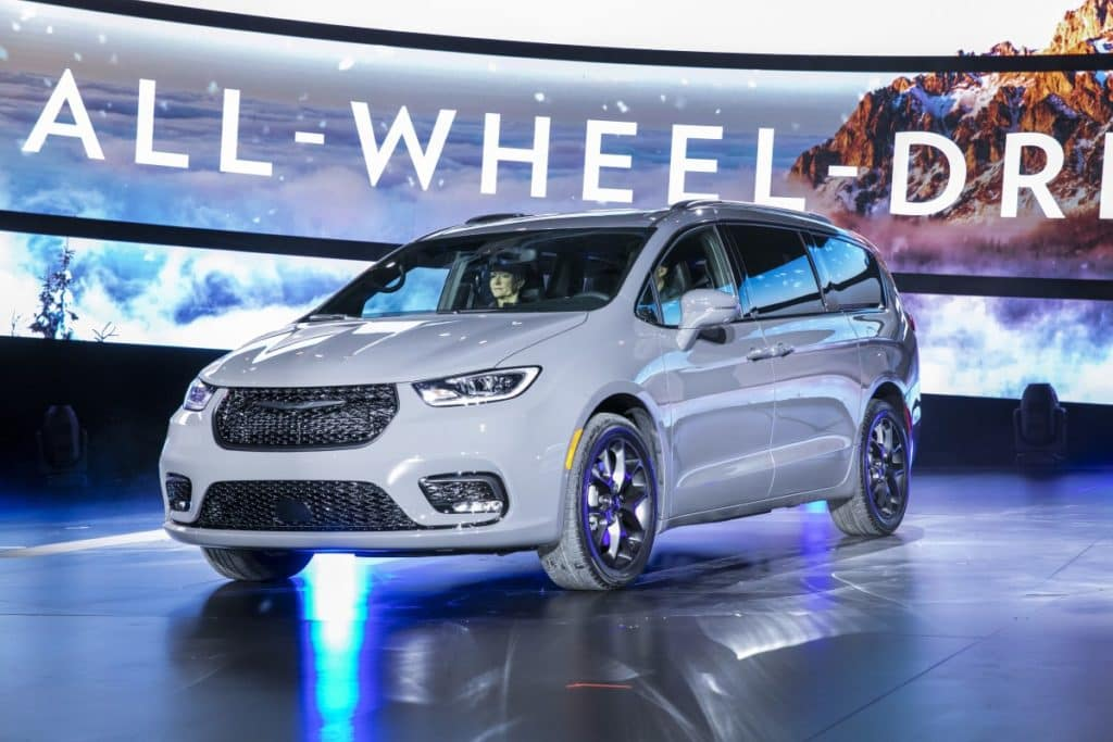 Chrysler Debuts 2021 Pacifica Model at the 2020 Chicago ...