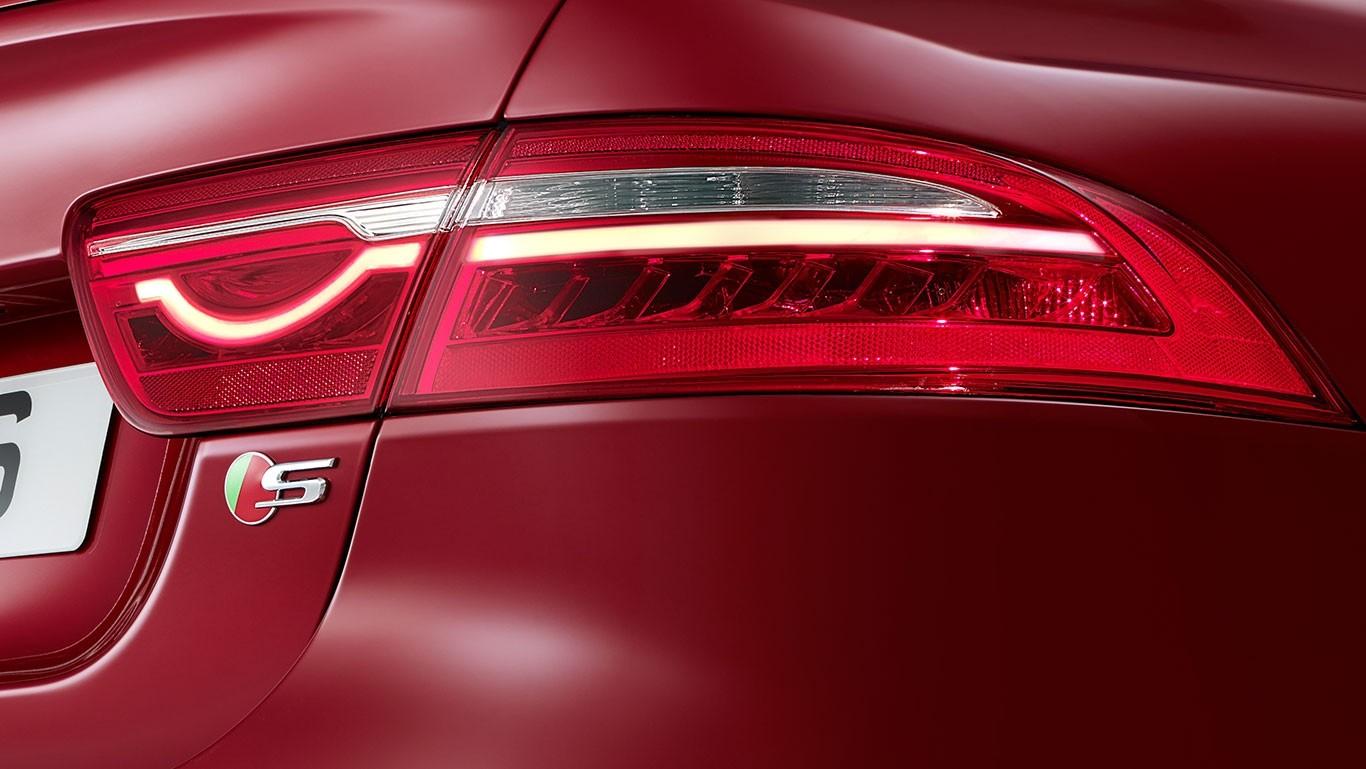 2018 Jaguar XE taillight