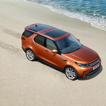 2019-land-rover-discovery-beach