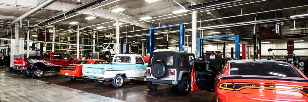 Collision Repair Center >> Collision Repair Center In Elmhurst Il Larry Roesch Chrysler Jeep