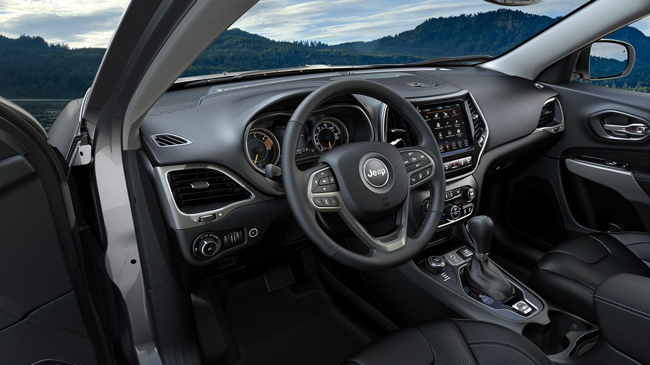 The spacious interior of the 2019 Jeep Cherokee