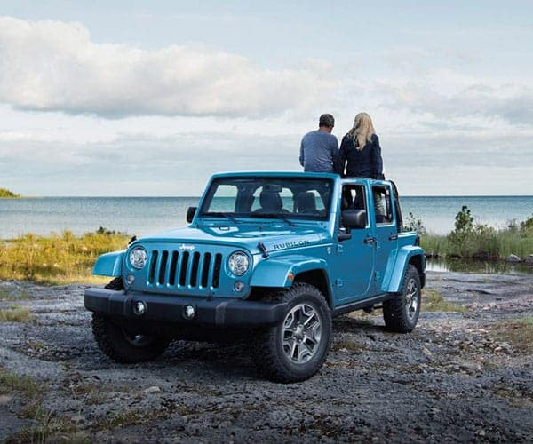 2018-Jeep-Wrangler-Parked-With-people