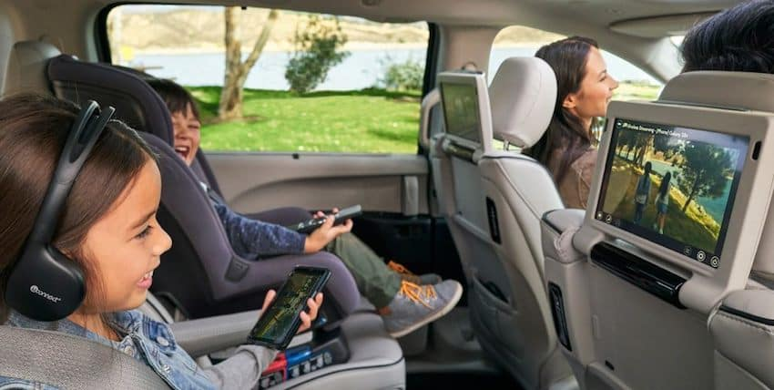 Family Enjoying 2018 Chrysler Pacifica Technology Features