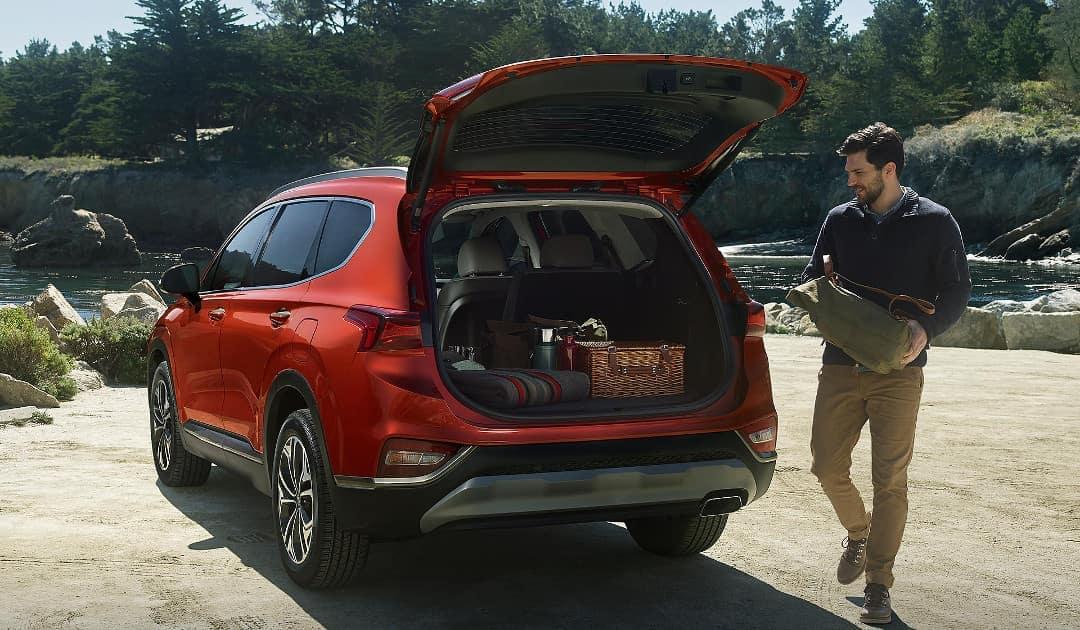 2019-Hyundai-Santa-Fe-liftgate-and-cargo-space