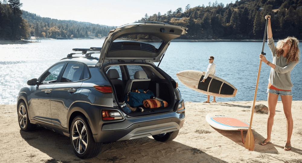 2020 Hyundai Kona with woman taking paddleboard from trunk
