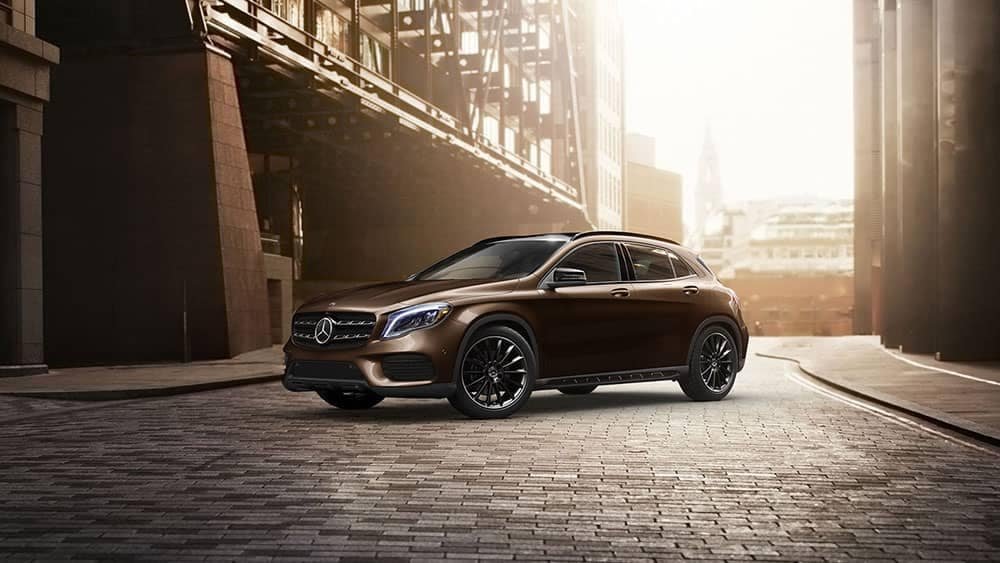 2019-Mercedes-Benz-GLA-city-street