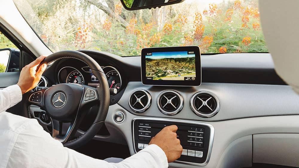 2019-Mercedes-Benz-GLA-driver-dashboard