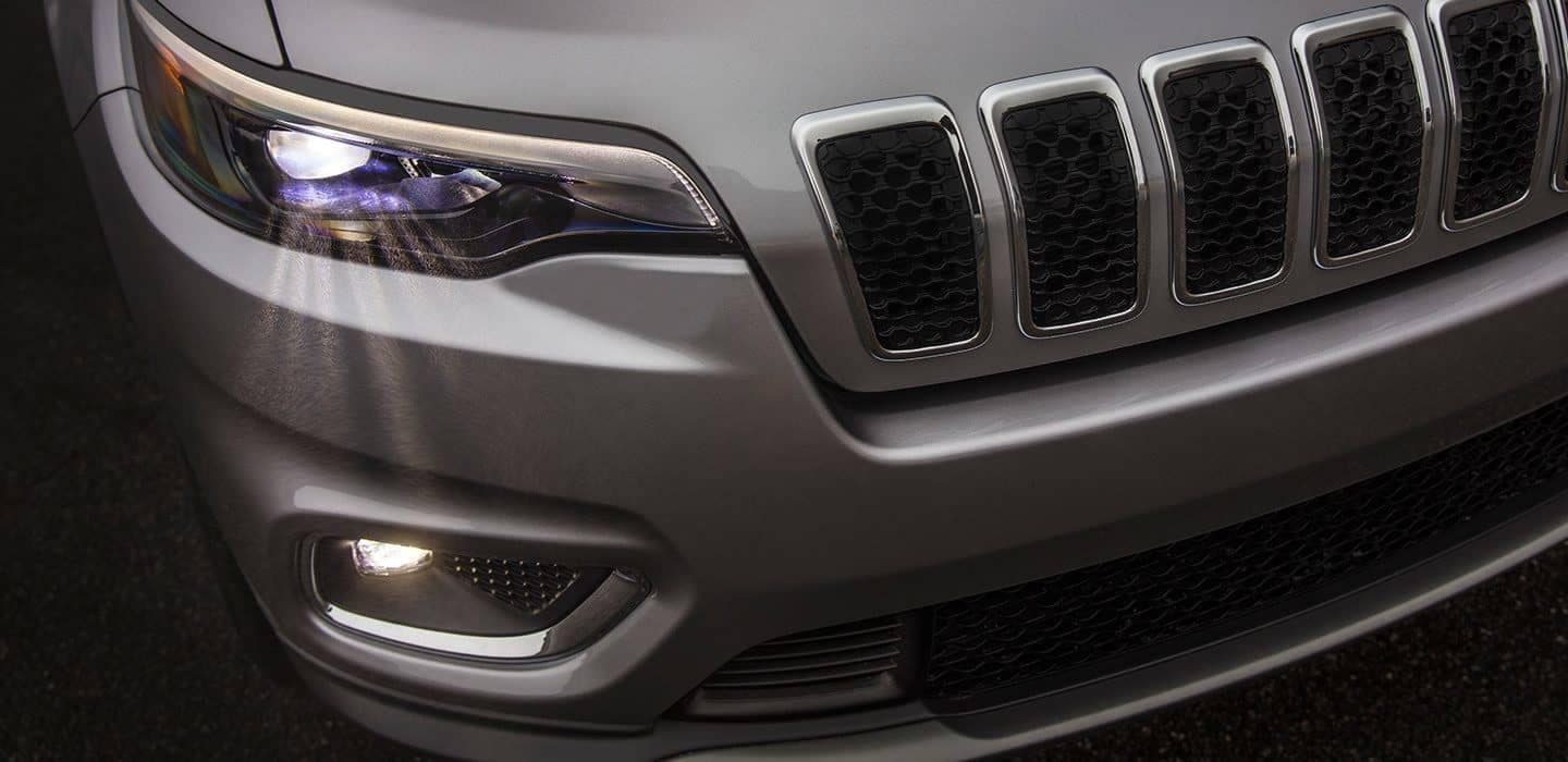 2019 Jeep Cherokee Latitude headlight detail