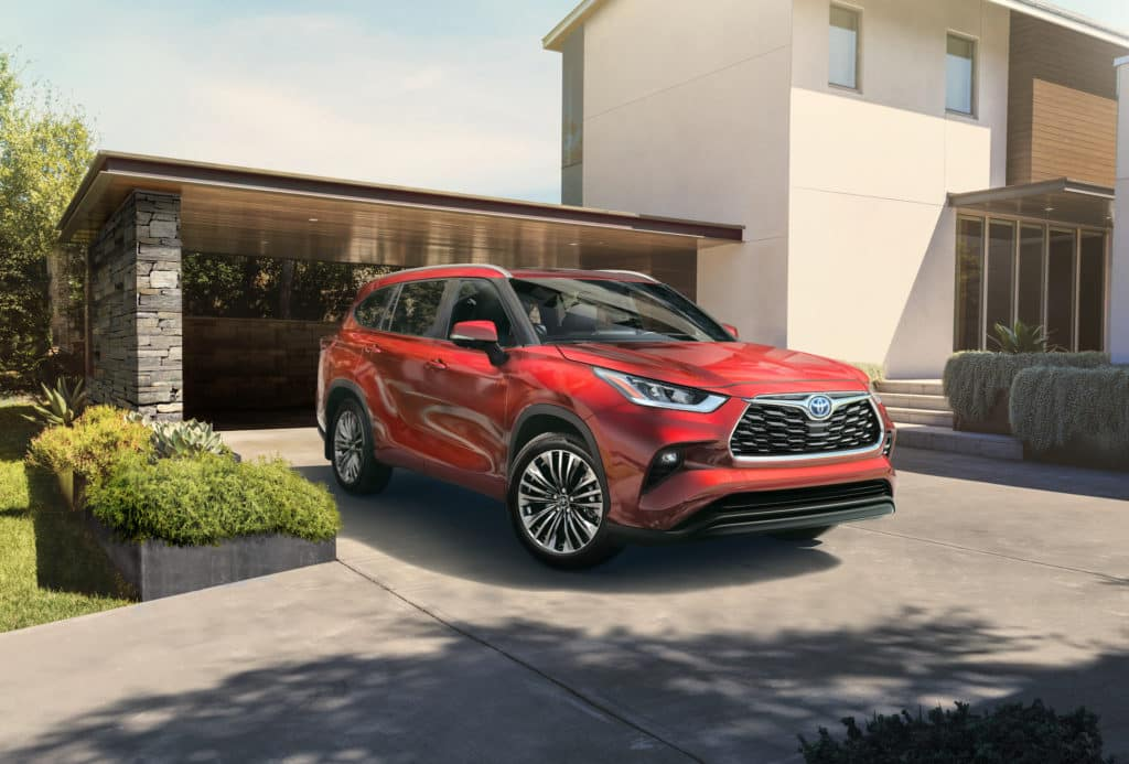 A Toyota Hybrid for Everyone at Penn Toyota | 2020 Toyota Highlander Hybrid parked in driveway