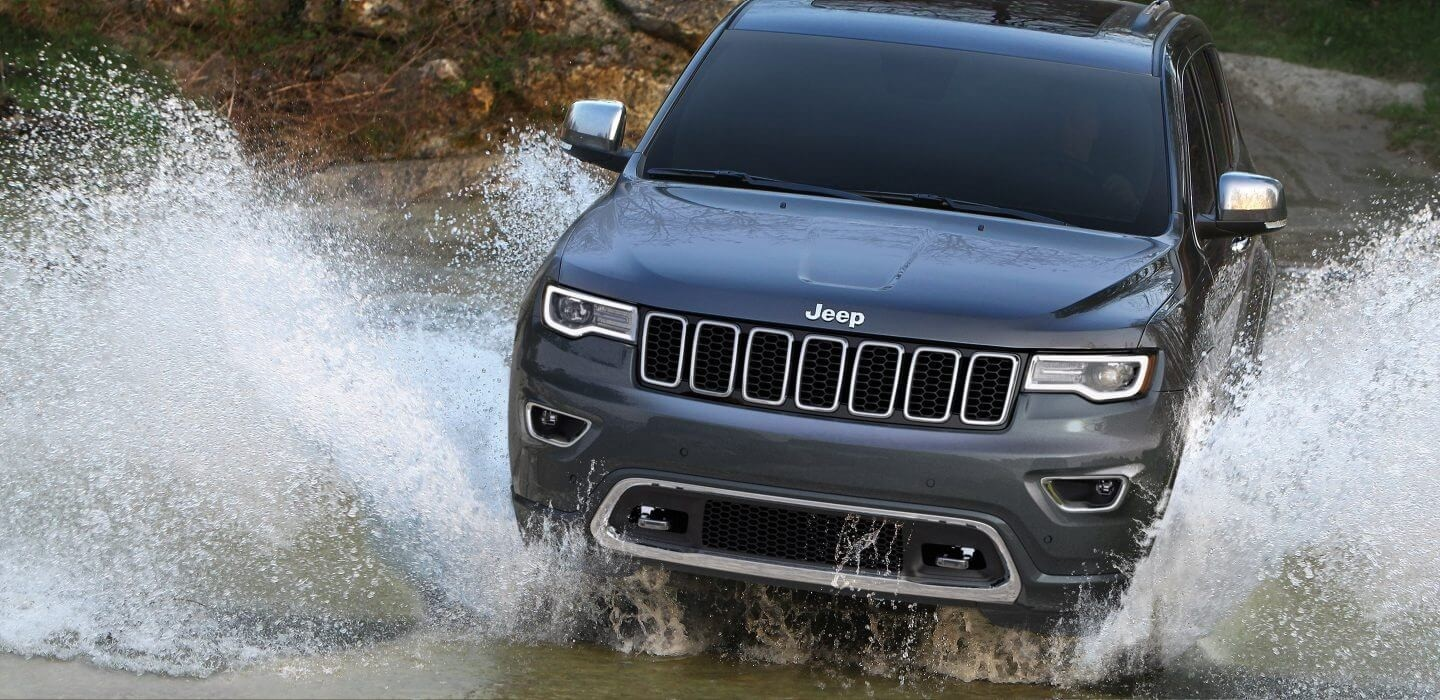 2017 Jeep Grand Cherokee front exterior