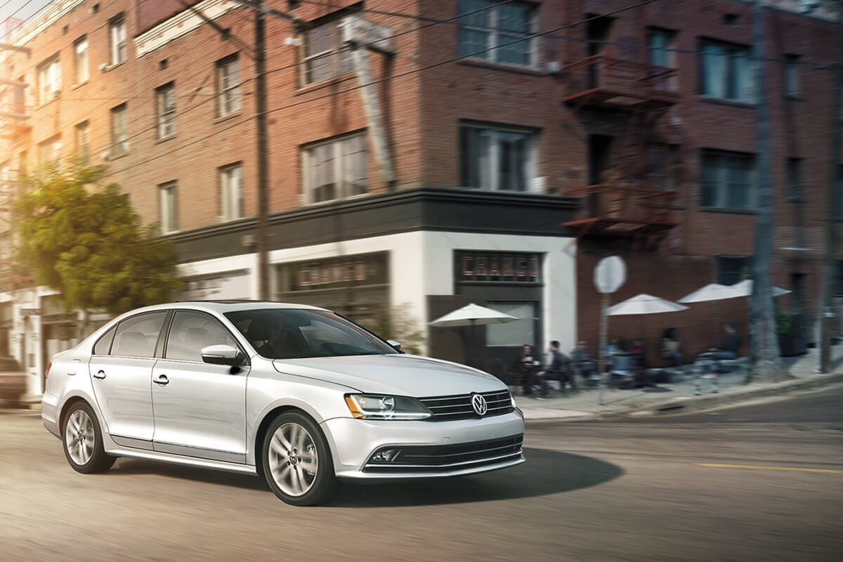 2017 Volkswagen Jetta Driving Downtown