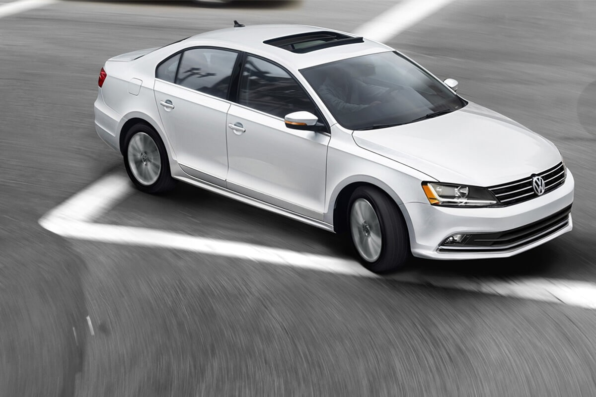 2017 Volkswagen Jetta Right Turn