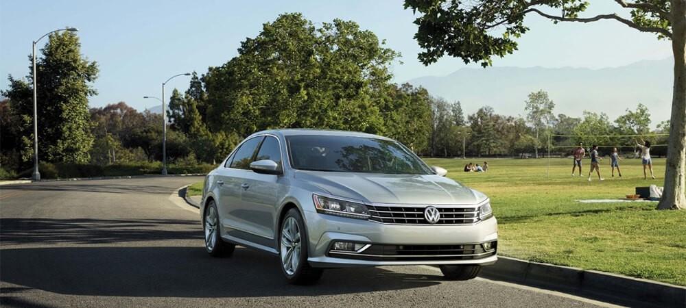 2017 Volkswagen Passat Park Driving