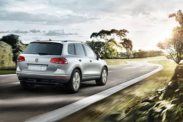 2017 Volkswagen Touareg Driving