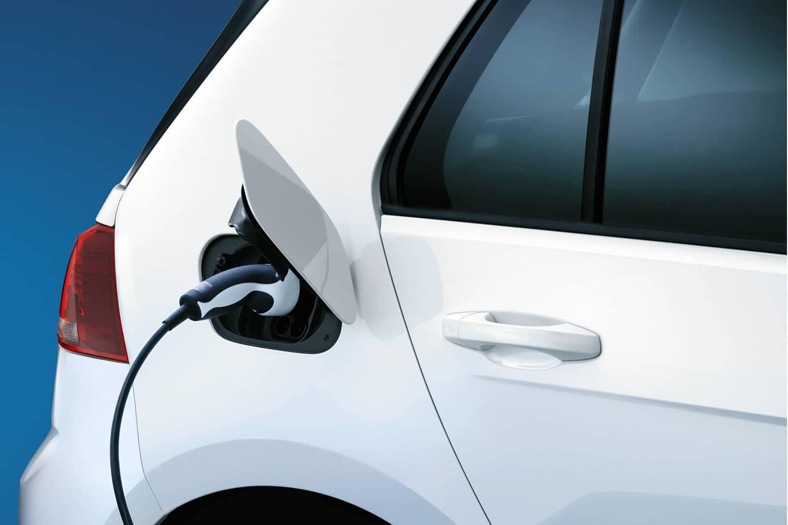 2019 Volkswagen e-Golf charging