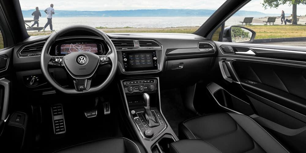 2021 Volkswagen Tiguan Interior dashboard