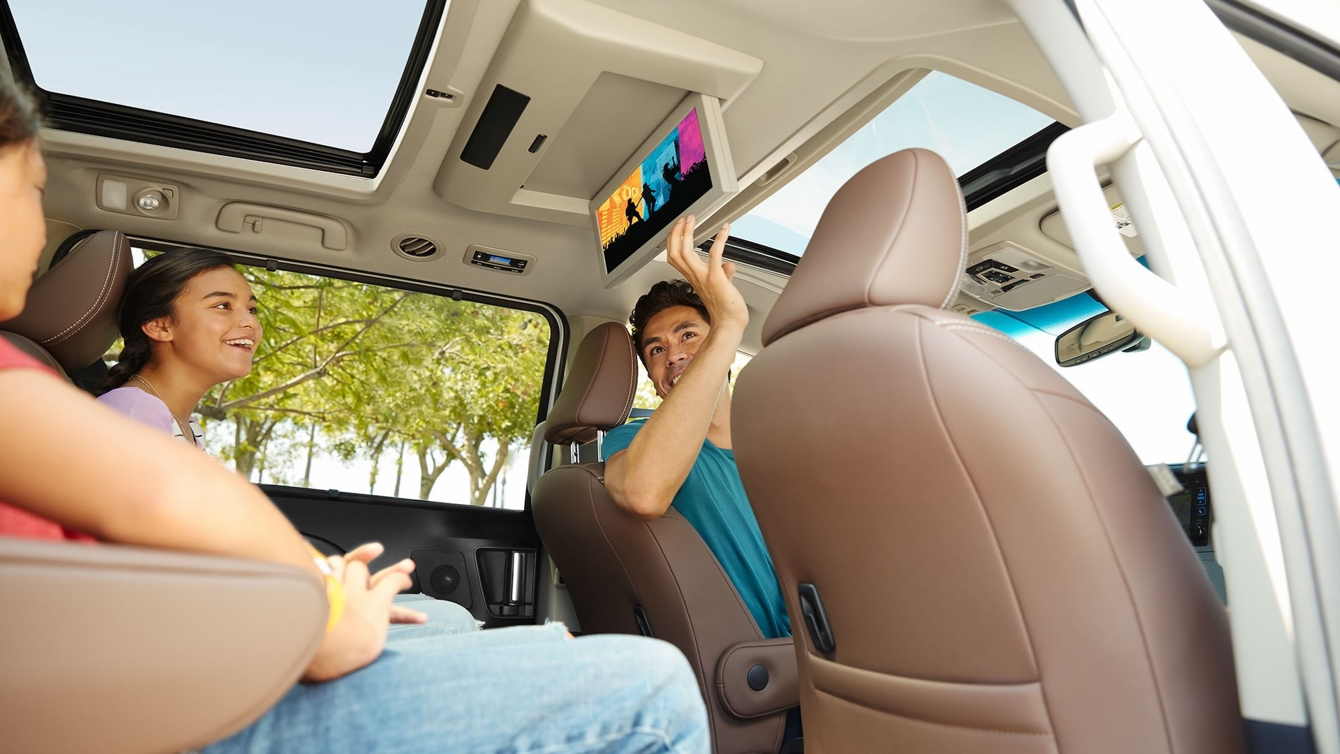 2017 Toyota Sienna Limited FWD Chestnut Interior with White Accents Rear Entertainment System