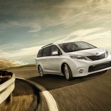 2017 Toyota Sienna SE Super White driving