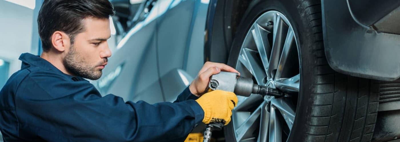 tech changing car tire