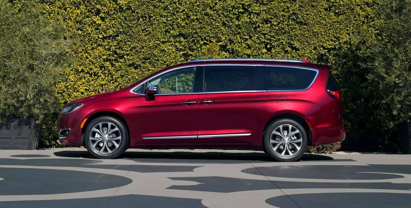 2018 Chrysler Pacifica Side Profile