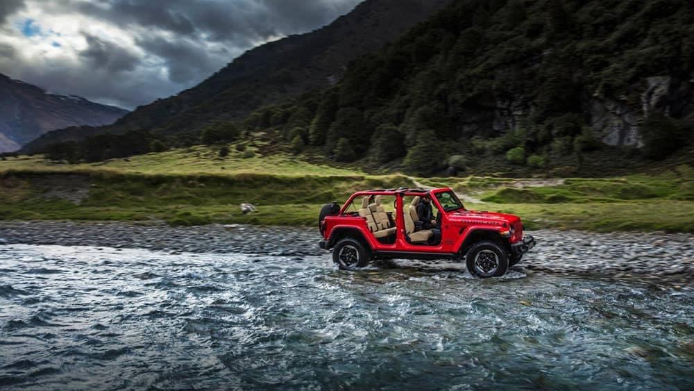 2018 Jeep Wrangler rides through shallow water