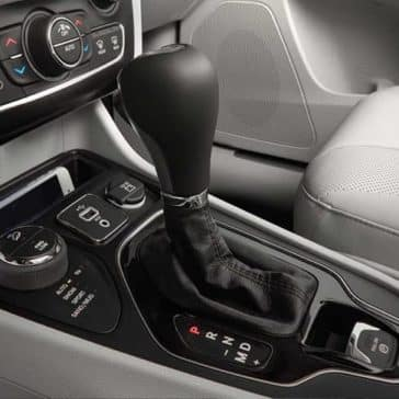 2019 Jeep Cherokee center console and gear shifter