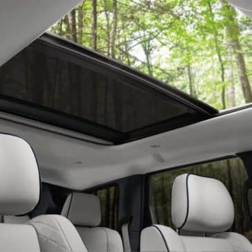 panoramic roof in 2018 Jeep Grand Cherokee