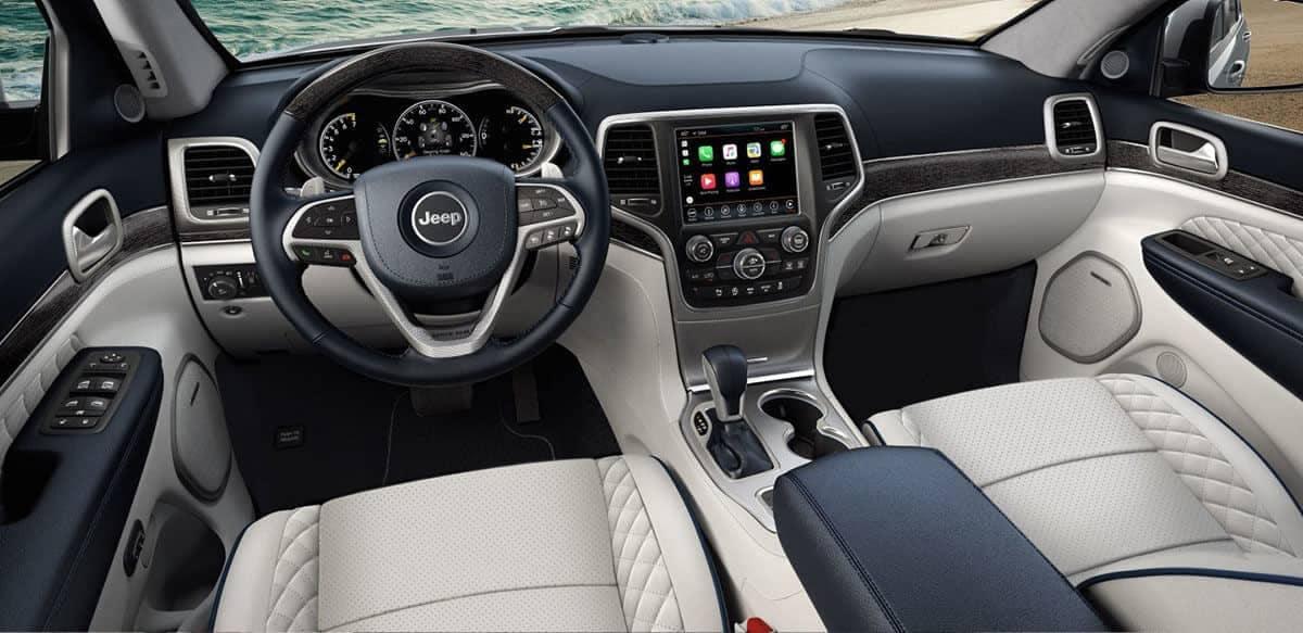 interior dashboard in 2018 Jeep Grand Cherokee