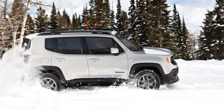 2018 Jeep Renegade plows through snow
