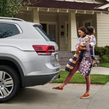 2018 Volkswagen Atlas woman using foot to activate and open the tailgate