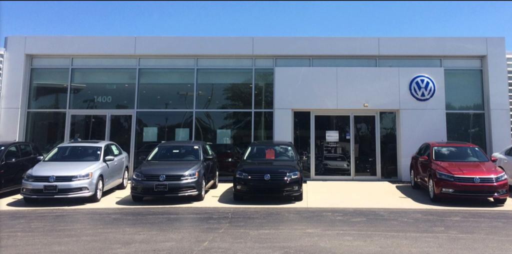 Volkswagen of Milwaukee North Volkswagen dealership near Milwaukee WI