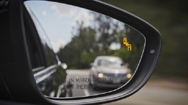 Volkswagen Passat SE R Blind Spot Monitor